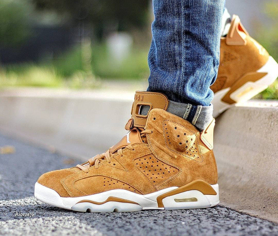 Chaussure Air Jordan 6 Retro Suede Wheat Marron Golden Harvest on feet