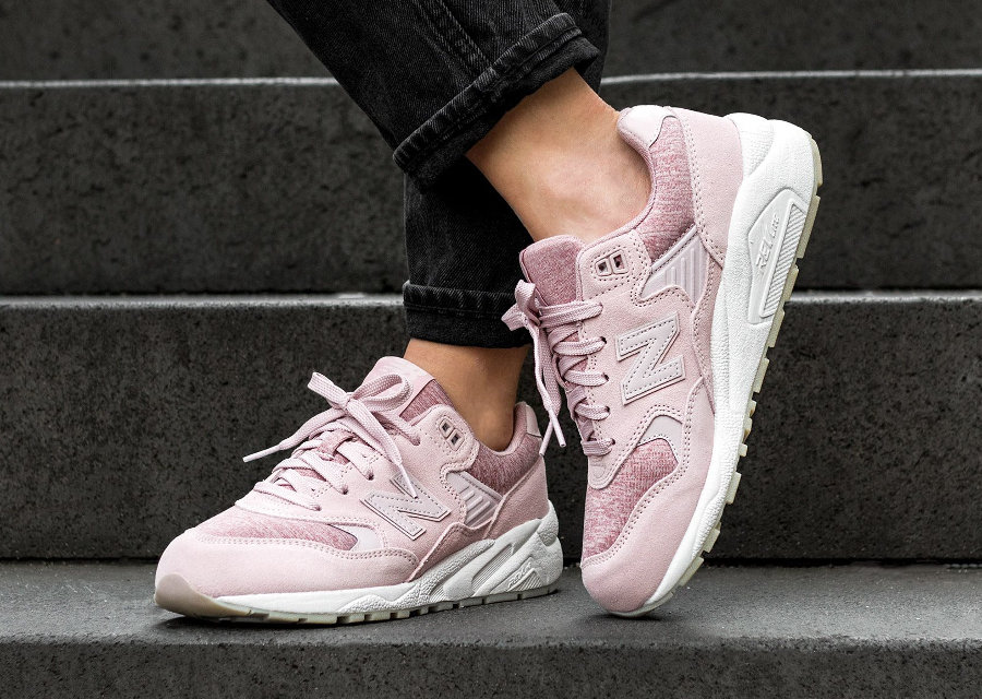 Chaussure New Balance WRT580HP Suede Faded Rose