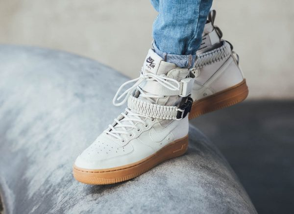 Chaussure Nike Air Force 1 SF AF1 Femme Beige 'Light Bone Gum'