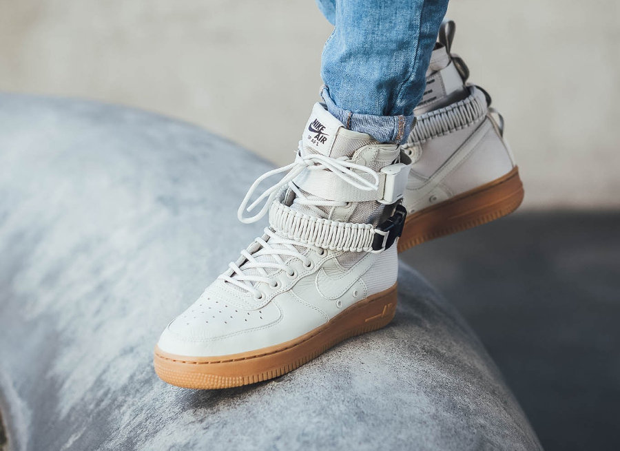 Nike Wmns Air Force 1 Special Field 'Light Bone'