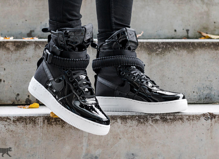 Nike Wmns Special Field Air Force 1 SE Black 'Force is Female'