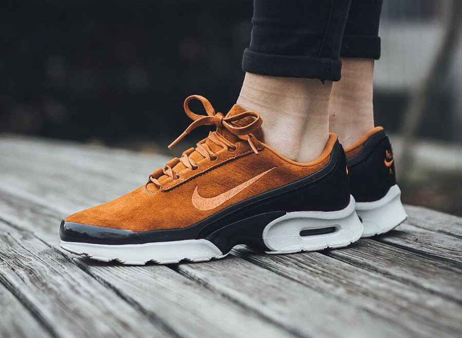 Nike Wmns Air Max Jewell LX 'Cider Black'