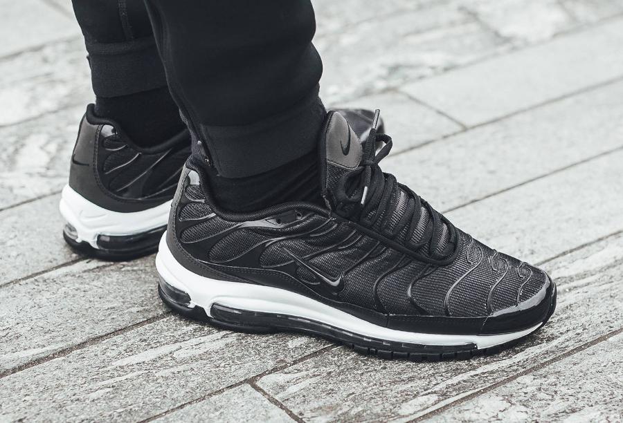 Chaussure NikeLab Air Max Plus 97 'Black' on feet