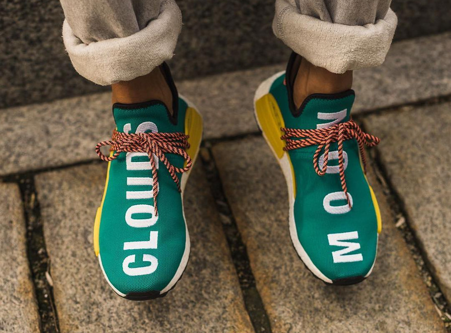 Chaussure-pharrell-williams-adidas-pw-nmd-hu-tr-clouds-moon-on-feet-AC7188 (2)