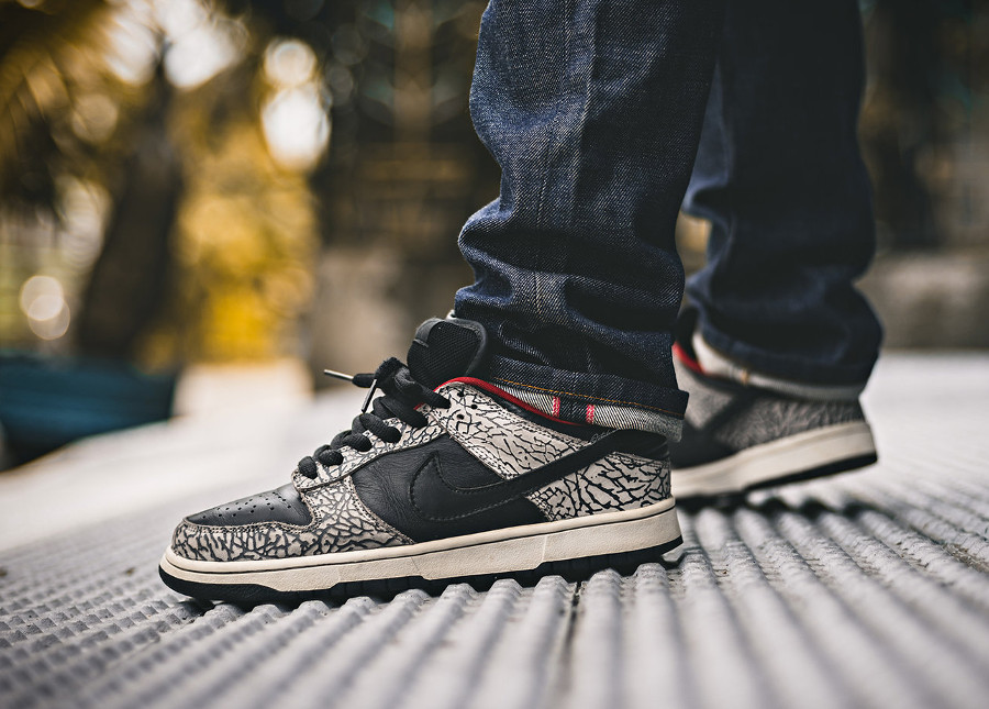 Supreme-nike-dunk-low-sb-black-cement-on-feet