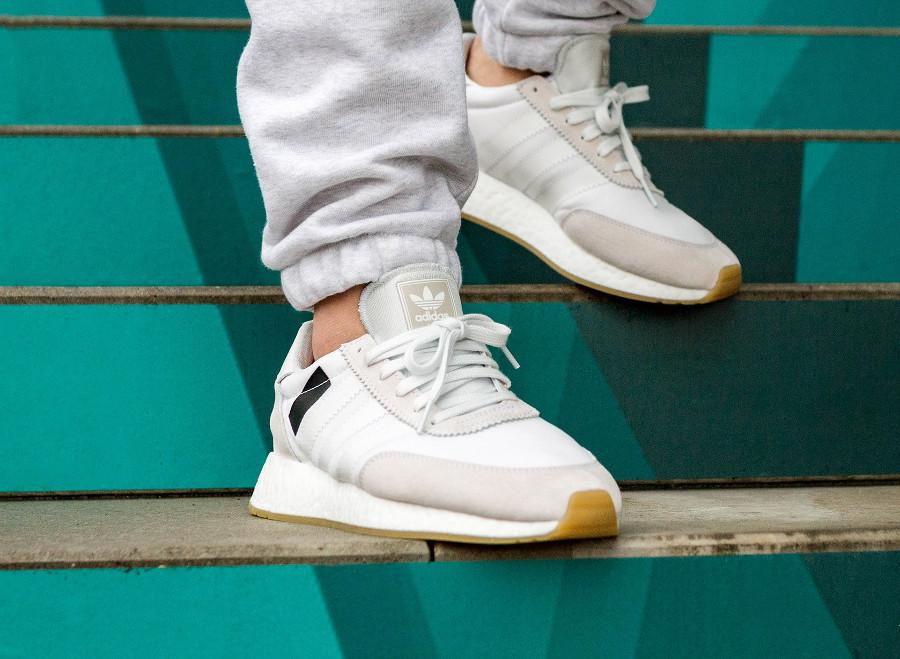 Chaussure Adidas I-5923 Iniki Runner Blanche Crystal White