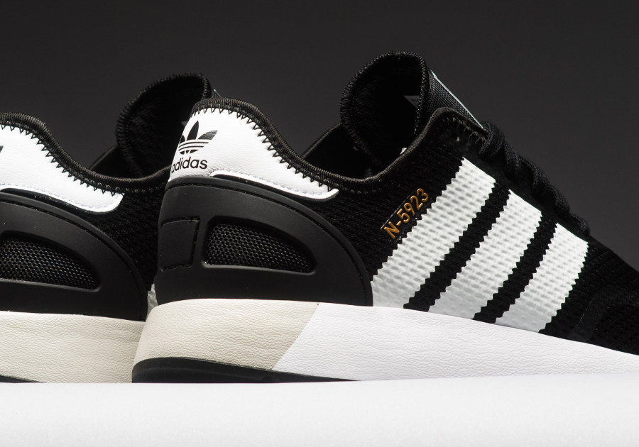 basket-adidas-n5923-iniki-black-metallic-gold-CQ2337 (1)