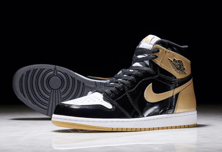 basket-air-jordan-1-montante-cuir-brillant-noir-doré-861428-001 (1)