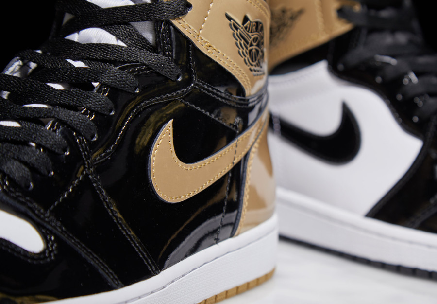 basket-air-jordan-1-montante-cuir-brillant-noir-doré-861428-001 (5)