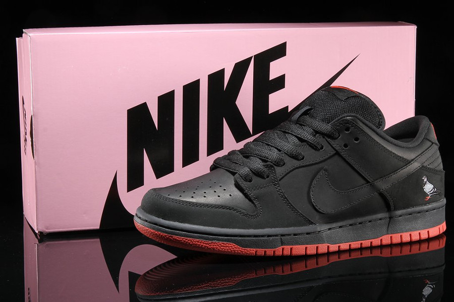 basket-nike-dunk-low-trd-qs-black-pigeon-semelle-rouge-883232-008 (1)
