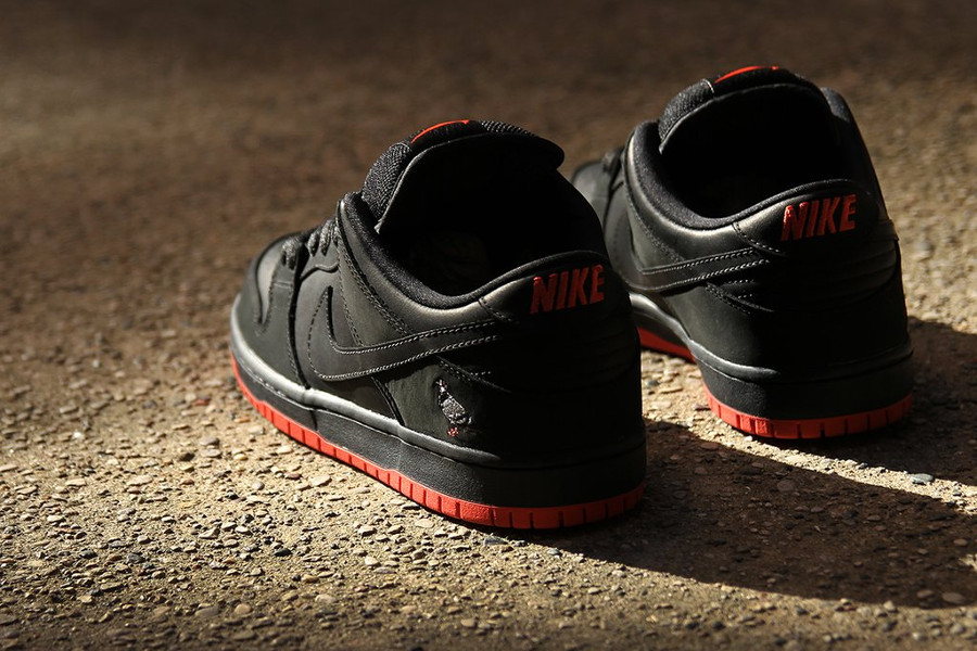 basket-nike-dunk-low-trd-qs-black-pigeon-semelle-rouge-883232-008 (2)