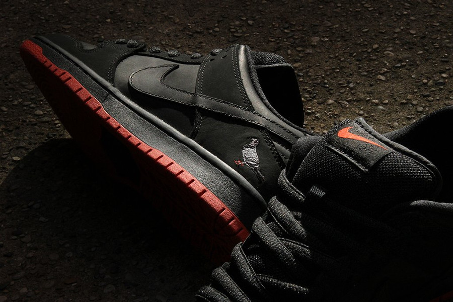 basket-nike-dunk-low-trd-qs-black-pigeon-semelle-rouge-883232-008 (3)
