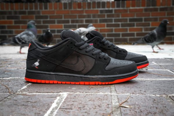basket-nike-dunk-low-trd-qs-black-pigeon-semelle-rouge-883232-008 (4)