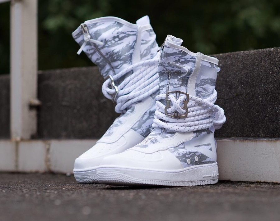 botte-nike-air-force-1-special-field-triple-white-urban-freak-camouflage-AA1130-100 (1)