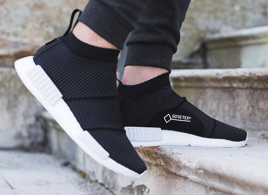 Chaussure Adidas NMD CS1 City Sock Gore Tex noire Black on feet