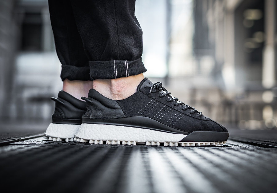 chaussure-alexander-wang-adidas-hike-lo-noire-core-black-AC6839
