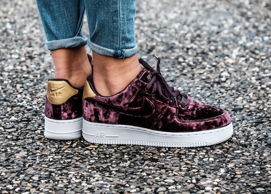 Chaussure Nike Air Force 1 Velvet Wine (velours bordeaux)