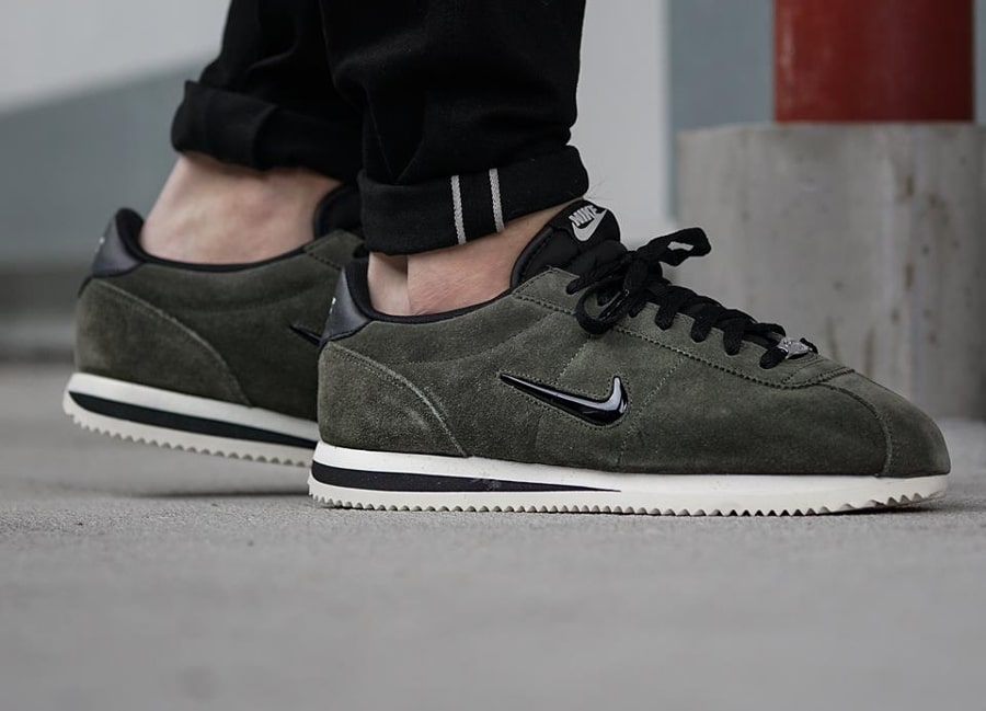 Chaussure Nike Cortez Basic Jewel 'Cargo Khaki'
