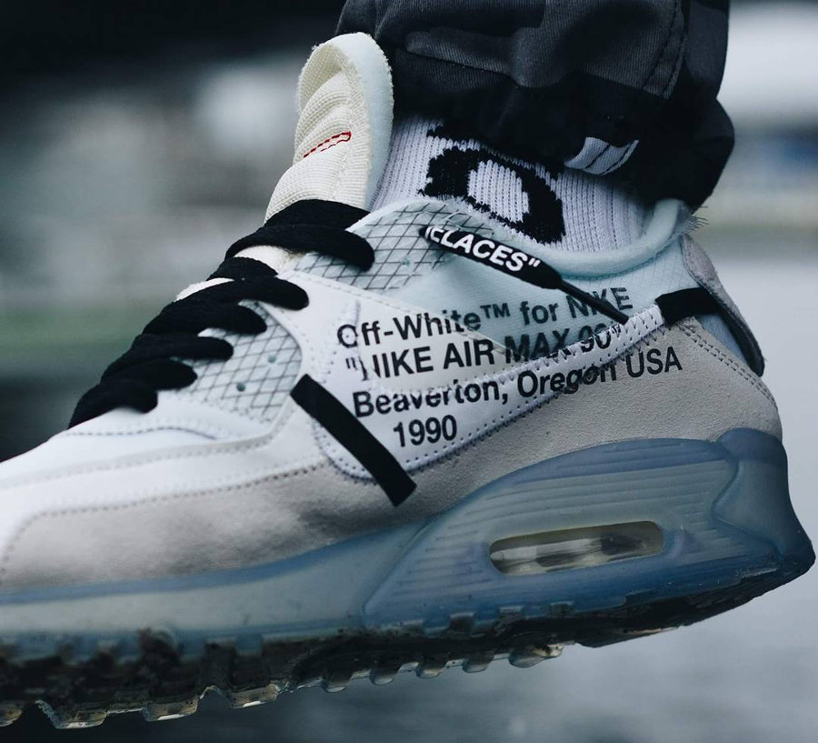chaussure-off-white-nike-air-max-90-revealing-on-feet-aa7293 100 (2)
