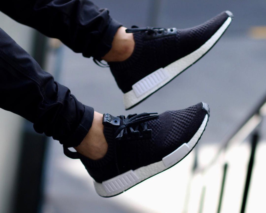 Avis chaussure A Ma Maniere x Invincible x Adidas Consortium NMD R1 PK Black CM7879 on feet