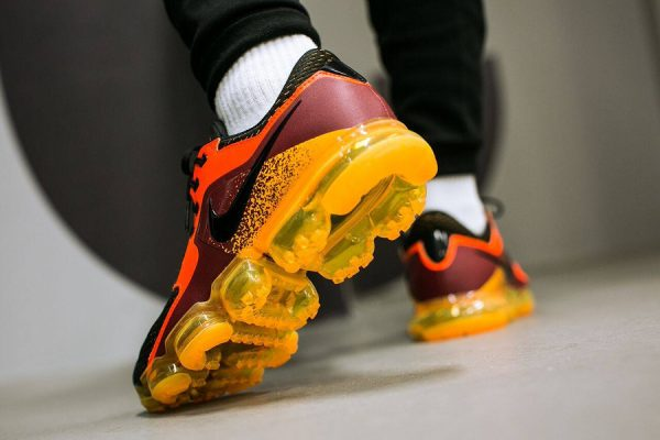 Nike Air Vapormax CS 'Circuit Orange Black'