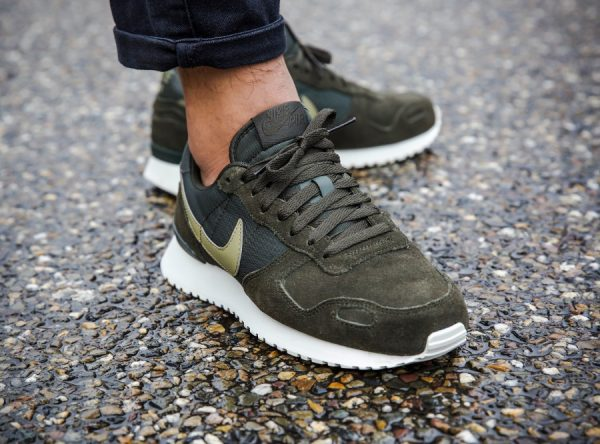 Chaussure Nike Air Vortex Leather Homme Sequoia Neutral Olive on feet