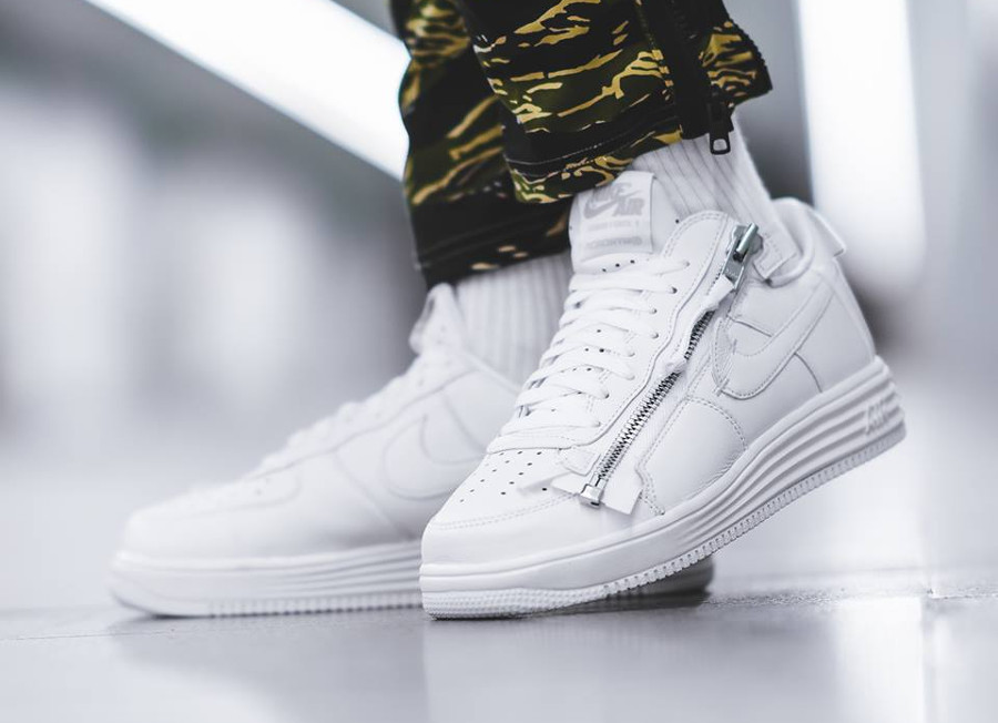 the best attitude 7e154 83bc0 Chaussure Nike Lunar Force 1 Low Blanche Zip Acronym (AF100) (2
