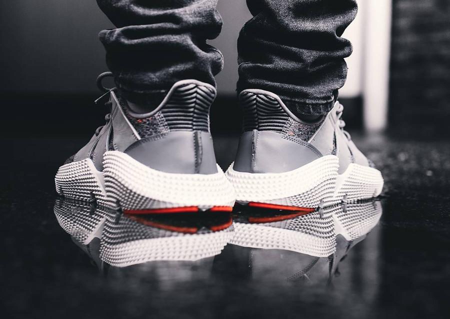 Le prix de la Basket Adidas Prophere Grey Three Multicolore