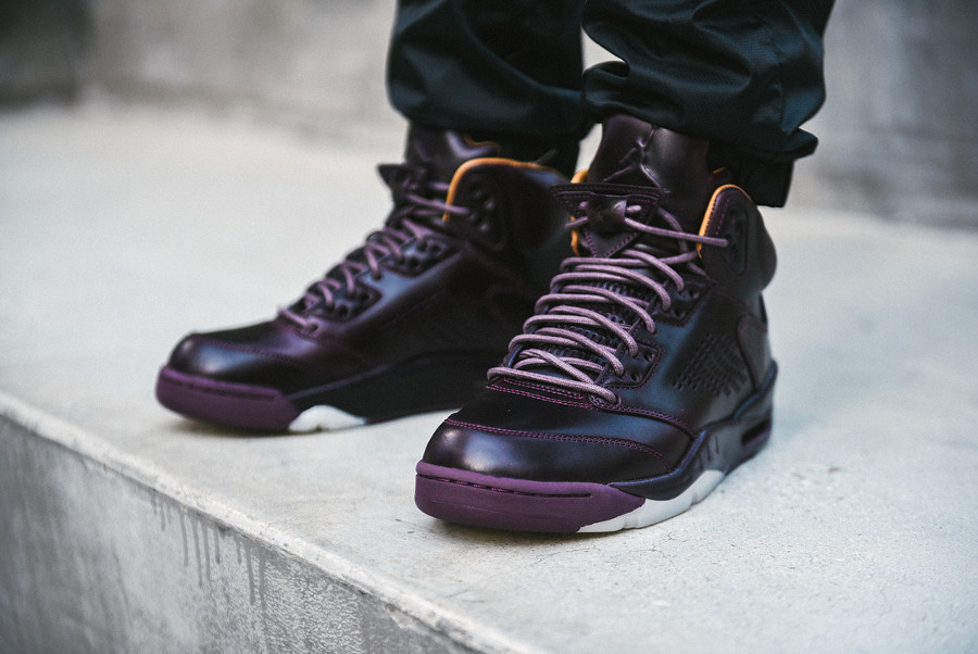 avis chaussure Air Jordan 5 V Premium Bordeaux Red Wine (Take Flight) on feet