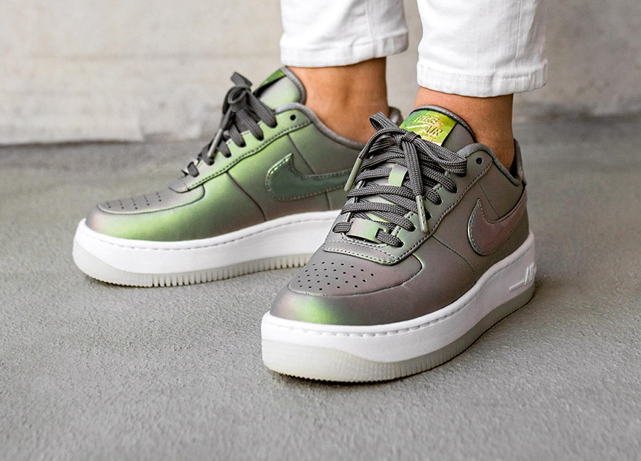 avis-chaussure-nike-wmns-air-force-upstep-low-premum-lx-iredescent-dark-stucco (4)