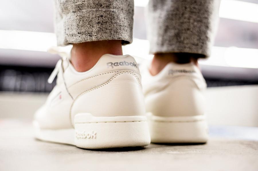 avis-chaussure-reebok-wmns-workout-plus-femme-chalk-metallic-silver-cn4112 (1)