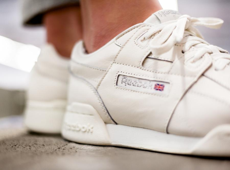 avis-chaussure-reebok-wmns-workout-plus-femme-chalk-metallic-silver-cn4112 (2)