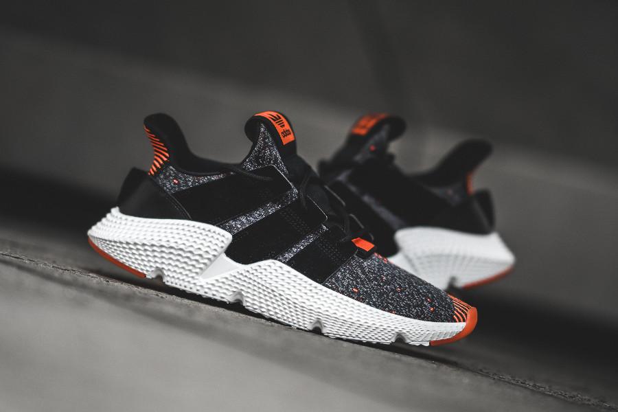 basket-adidas-originals-prophere-huarache-noire-rouge-CQ3022 (1)
