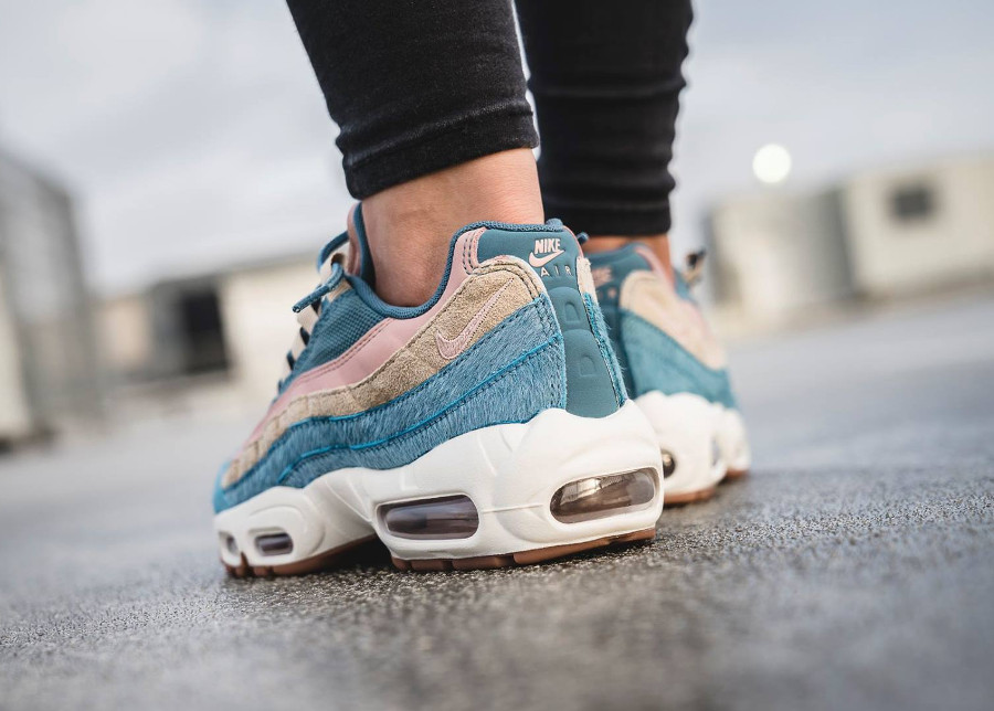 basket-nike-wmns-air-max-95-luxe-pony-hair-blue-AA1103-002 (1-1)