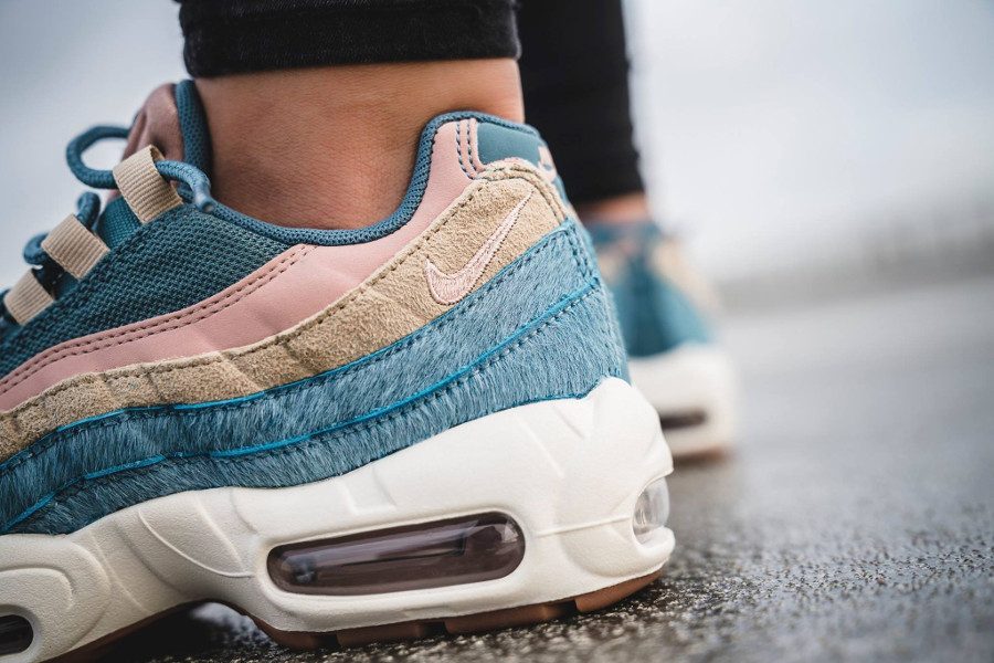 basket-nike-wmns-air-max-95-luxe-pony-hair-blue-AA1103-002 (1)