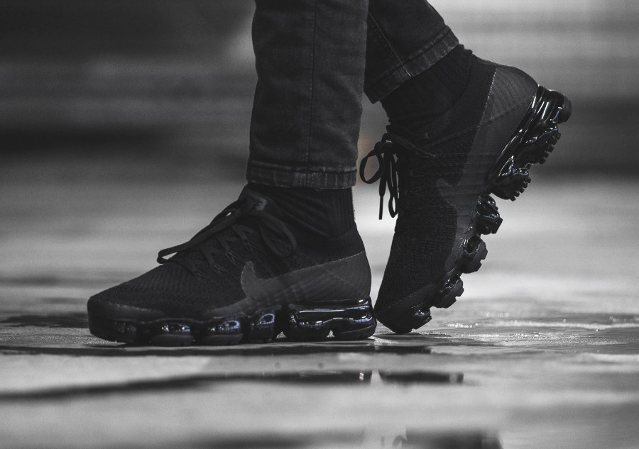 Chaussure Nike Air Vapormax femme Triple Noir Black 2.0 on feet
