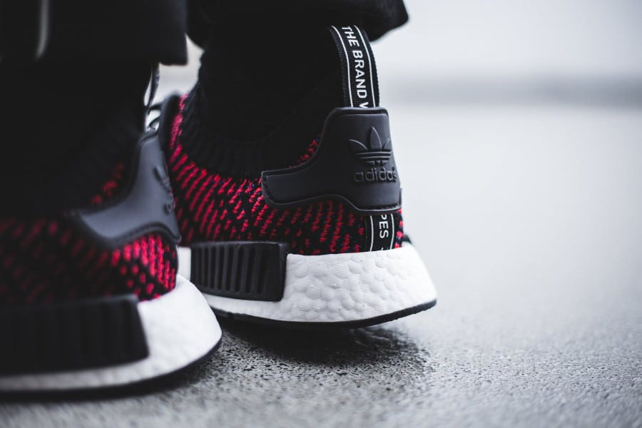 chaussure-adidas-nmd-r1-STLT-primeknit-black-core-red- (3)