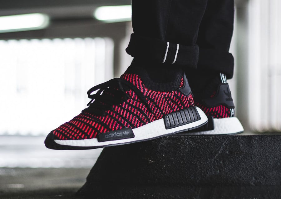 chaussure-adidas-nmd-r1-STLT-primeknit-black-core-red- (7)