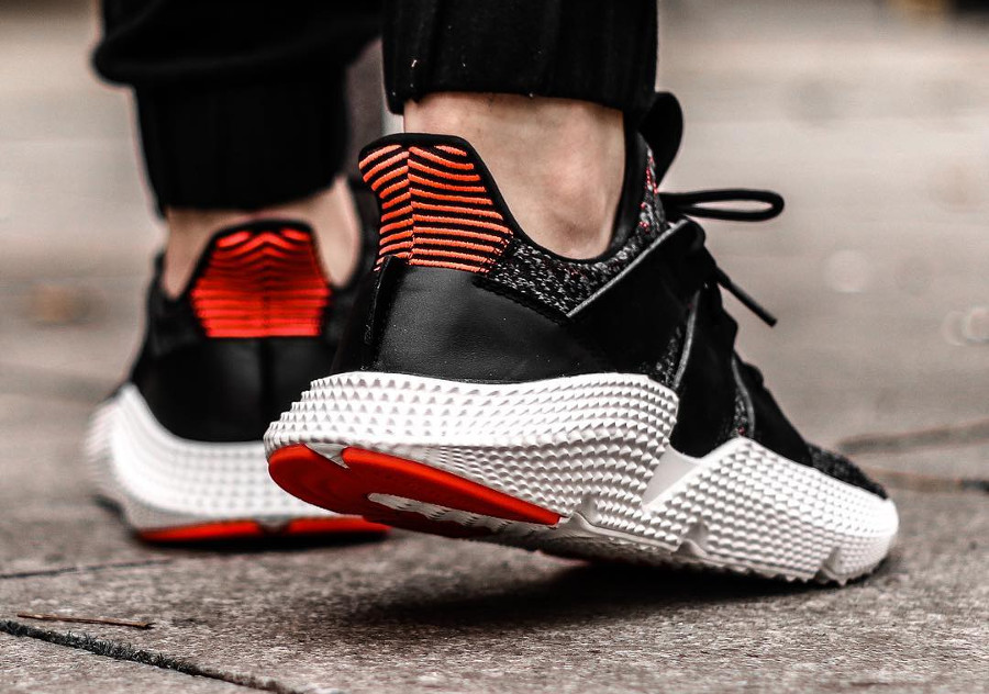 chaussure-adidas-prophere-black-solar-red-on-feet (1)
