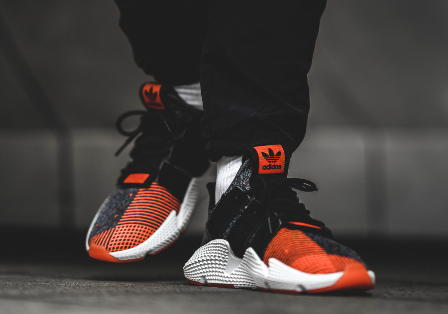 chaussure-adidas-prophere-black-solar-red-on-feet (5)