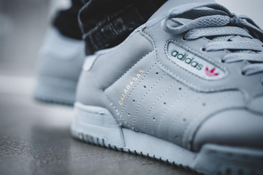 chaussure-adidas-yeezy-powerphase-grey-retro-CG6422 (1)