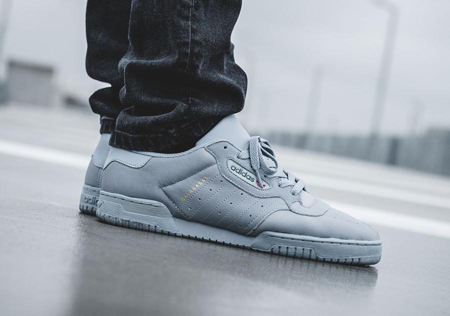 chaussure-adidas-yeezy-powerphase-grey-retro-CG6422 (4)