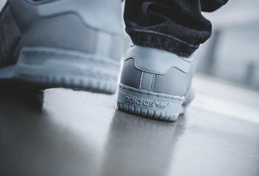 chaussure-adidas-yeezy-powerphase-grey-retro-CG6422 (6)