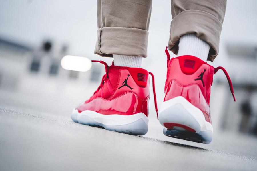 chaussure-air-jordan-xi-retro-win-like-96-homme-on-feet-378037-623 (4)