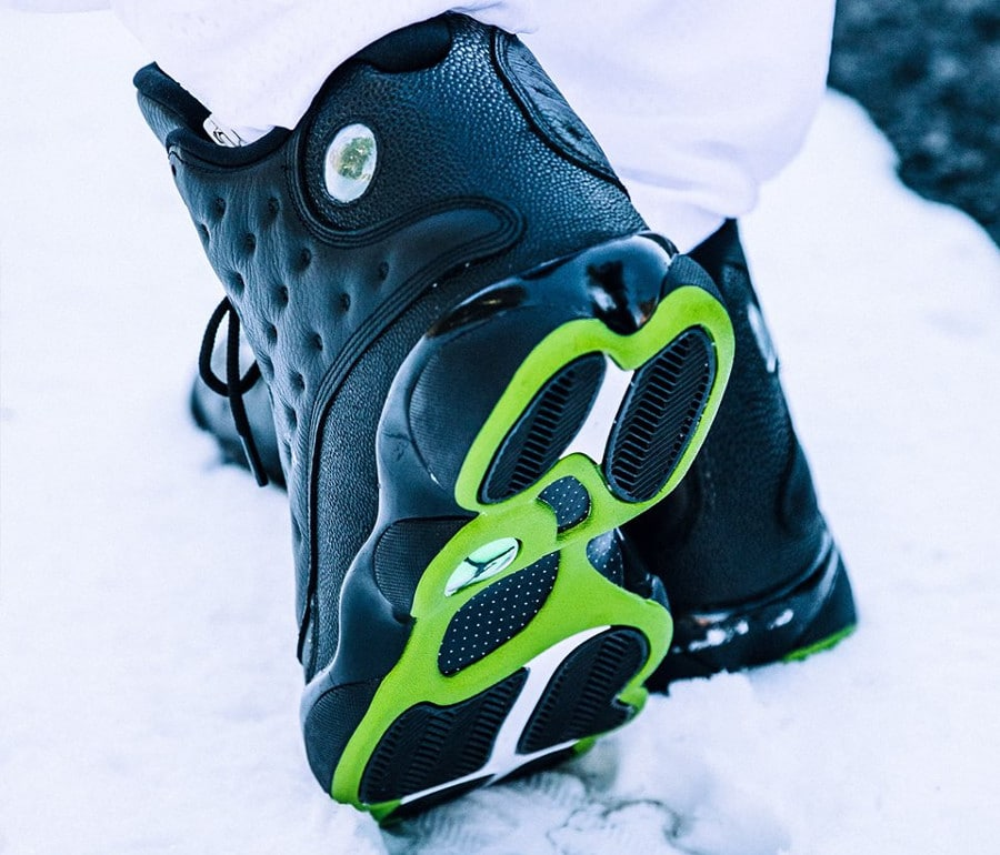 chaussure-air-jordan-xiii-noire-altitude-green-2017 (2)