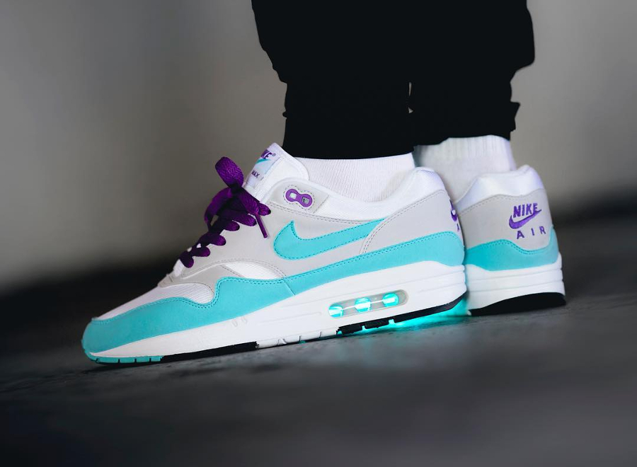 Chaussure Nike Air Max 1 Anniversary Aqua OG 30th 2017 on feet