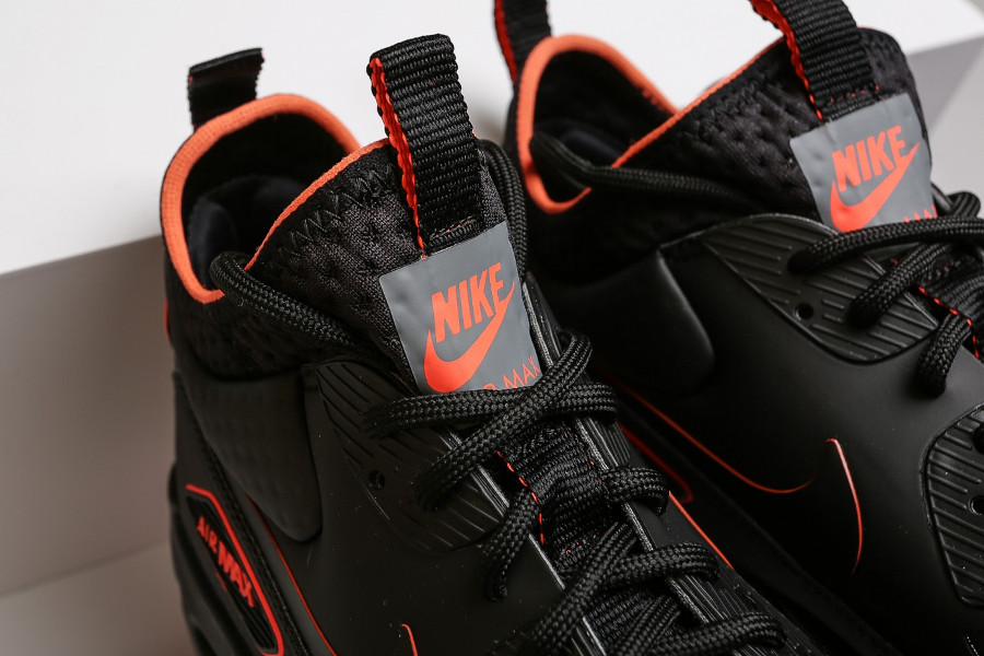 chaussure-nike-air-max-90-ultra-mid-winter-se-black-crimson-AA4423-001 (1)