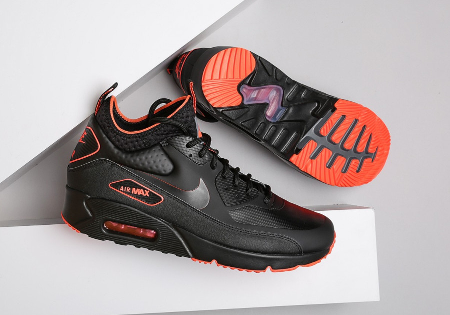 chaussure-nike-air-max-90-ultra-mid-winter-se-black-crimson-AA4423-001 (2)