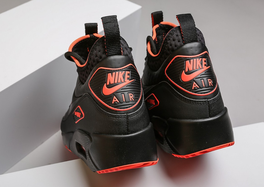 chaussure-nike-air-max-90-ultra-mid-winter-se-black-crimson-AA4423-001 (3-1)