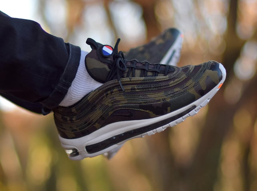 chaussure-nike-air-max-97-premium-international-air-camouflage-on-feet-AJ2614-200 (7)